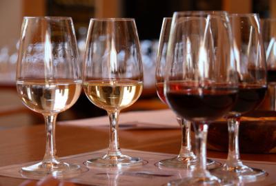 W jakiej temperaturze podawać wino?