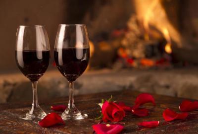 Wybór kieliszka i sposób nalewania wina
